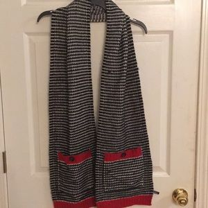Accessories - Scarf with Pockets